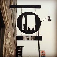 Foto tomada en DryHop Brewers por DJ M. el 6/22/2013