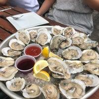 Das Foto wurde bei Bait & Hook Seafood Shack von Mariana L. am 7/15/2018 aufgenommen