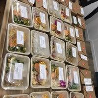 8/10/2018 tarihinde Tiffany H.ziyaretçi tarafından Fork-In Aussie Pie Kitchen, Santa Monica'de çekilen fotoğraf