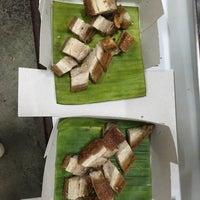 Foto scattata a ข้าวต้ม-เกาเหลาซี่โครงหมูเยาวราช da KringNoon L. il 10/27/2018