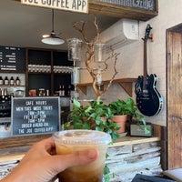 Foto tomada en Left Hand Coffee por Georgiana M. el 6/6/2021
