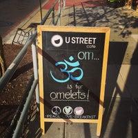 Foto diambil di U Street Café oleh James D. pada 10/7/2014