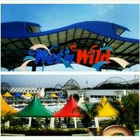Foto tirada no(a) Wet'n Wild por Mayara N. em 12/27/2012