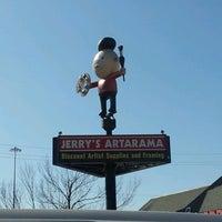 รูปภาพถ่ายที่ Jerry's Artarama โดย Lorin W. เมื่อ 11/24/2012