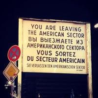 Das Foto wurde bei Checkpoint Charlie von Roger V. am 12/25/2012 aufgenommen