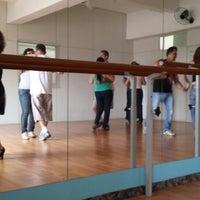 Foto tirada no(a) Espaço Ballet Carmem por Leo L. em 12/7/2013
