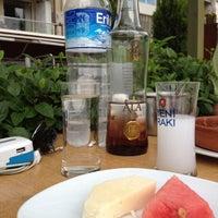Foto tirada no(a) Muzom Restoran por Çetin Tahir İzancı . em 5/8/2013