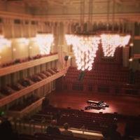 Foto diambil di Schermerhorn Symphony Center oleh Jase H. pada 3/23/2013