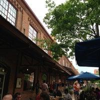 Das Foto wurde bei Tyler's Restaurant & Taproom von Rob K. am 7/10/2013 aufgenommen