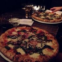 Das Foto wurde bei San Marzano Brick Oven Pizza von Yan H. am 9/21/2013 aufgenommen