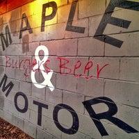 รูปภาพถ่ายที่ Maple & Motor โดย Kelly K. เมื่อ 11/2/2013