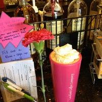Das Foto wurde bei Loveland Coffee Company von Laurie B. am 5/12/2013 aufgenommen