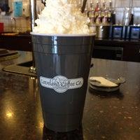 Das Foto wurde bei Loveland Coffee Company von Laurie B. am 4/22/2014 aufgenommen
