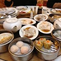 12/24/2012 tarihinde Natalie C.ziyaretçi tarafından The Palace Seafood & Dim Sum'de çekilen fotoğraf