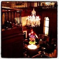 Foto tirada no(a) The Heathman Hotel por Lisa P. em 9/29/2012