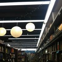 Foto diambil di Brookline Booksmith oleh Maura M. pada 1/5/2013