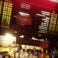 9/11/2013 tarihinde Emily G.ziyaretçi tarafından Richard's Bar'de çekilen fotoğraf