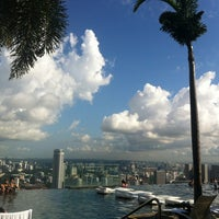 7/8/2013 tarihinde Julia K.ziyaretçi tarafından Rooftop Infinity Pool'de çekilen fotoğraf