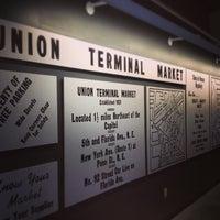 Foto tirada no(a) Union Market por Titus F. em 2/16/2013