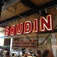 10/19/2012 tarihinde Cam B.ziyaretçi tarafından Boudin Bakery Café Baker's Hall'de çekilen fotoğraf