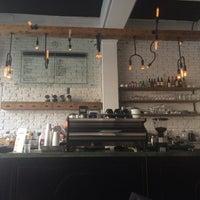 Foto tomada en Dosis Cafe por Sarah F. el 3/22/2015