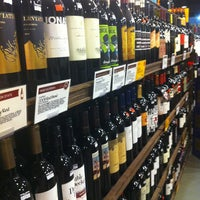 Foto scattata a Whole Foods Wine Store da Shannon il 9/29/2013