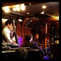 Das Foto wurde bei Smalls Jazz Club von Jordi S. am 3/12/2013 aufgenommen