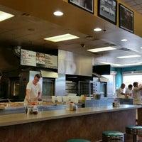 Das Foto wurde bei Sam's Pizza Palace von Melissa H. am 7/24/2016 aufgenommen