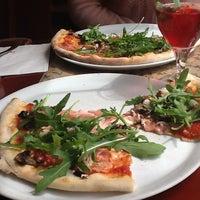 5/22/2013 tarihinde Kaselina P.ziyaretçi tarafından Pizza Coloseum'de çekilen fotoğraf