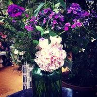 Foto scattata a Petersham Nurseries Cafe da Suriya S. il 6/19/2013