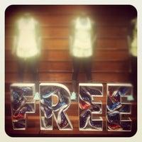 Снимок сделан в Nike Store пользователем Ana Sol O. 6/24/2012