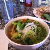 Foto tirada no(a) Yummy Pho por Mackenzie J. em 5/26/2012
