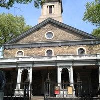 4/21/2012 tarihinde Dunia S.ziyaretçi tarafından St. Mark's Church in the Bowery'de çekilen fotoğraf