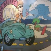 Foto tirada no(a) Chicago Willy's por David S. em 11/10/2011