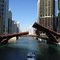 6/10/2012 tarihinde Matthew K.ziyaretçi tarafından Chicago Riverwalk'de çekilen fotoğraf