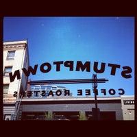 Снимок сделан в Stumptown Coffee Roasters пользователем Hannah T. 8/30/2012