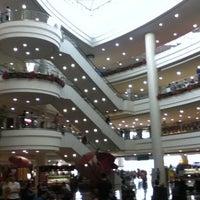 Photo prise au Robinsons Place Manila par @enjayneer le12/21/2010