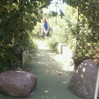 Das Foto wurde bei Big Stone Mini Golf & Sculpture Garden von Alicia A. am 8/22/2011 aufgenommen