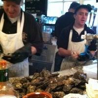 รูปภาพถ่ายที่ Union Oyster House โดย Lisa Ann M. เมื่อ 6/11/2011