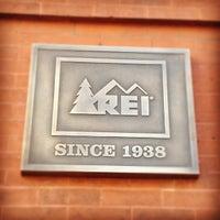 รูปภาพถ่ายที่ REI โดย Kris K. เมื่อ 12/4/2011