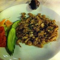 Photo prise au Neighbours Restaurant par Koray K. le8/19/2012