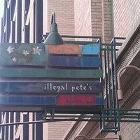 Снимок сделан в Illegal Pete's пользователем David C. 3/31/2012