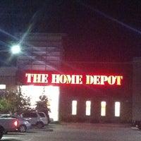 รูปภาพถ่ายที่ The Home Depot โดย Dennis F. เมื่อ 1/6/2011