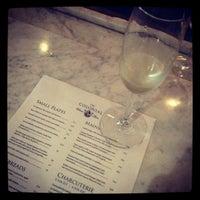 Foto scattata a Colonial Wine Bar da DAN C. il 7/24/2012
