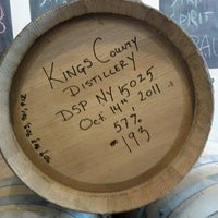Photo prise au Kings County Distillery par Erica W. le10/15/2011