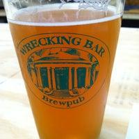 Photo prise au Wrecking Bar Brewpub par Christopher J. le6/16/2012