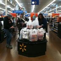 Foto scattata a Walmart Supercenter da rOY A. il 3/13/2011