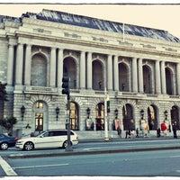 Foto scattata a War Memorial Opera House da Evangeline B. il 6/21/2012