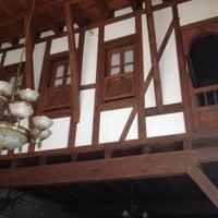 รูปภาพถ่ายที่ İmren Lokum Konak Boutique Hotel โดย Merve M. เมื่อ 8/27/2012