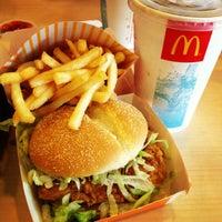 Das Foto wurde bei McDonald's & McCafé von benjazzxd am 6/8/2012 aufgenommen